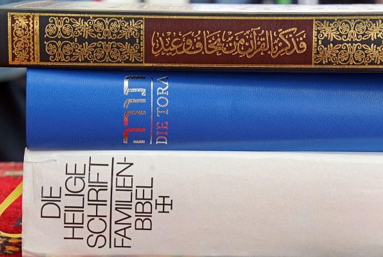 Heilige Schriften der drei großen Religionen (P.Wiedemann/pfarrbriefservice)