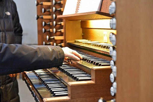 Orgelspiel - © R.Kroeling/pfarrbriefservice