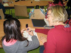 Hausaufgabenbetreuung im Helferkreis Flüchtlinge des Pfarrverbands Laim (Bild: priv.)