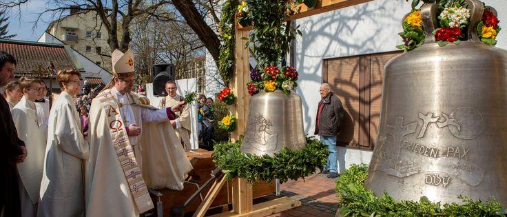 Glockenweihe in St. Philippus am 6. April mit Weihbischof Rupert Graf zu Stolberg (Bild: R. Kiderle)