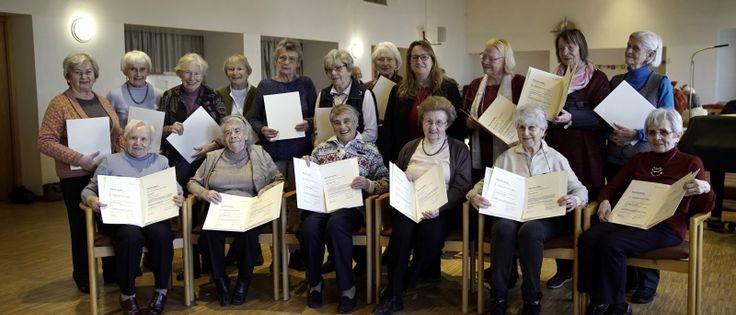 """17 Damen wurden am 6. Februar in St. Philippus mit der ehrenuhrkunde """"München dankt der Landeshauptstadt München augezeichnet. (Foto: C.Greil)"""