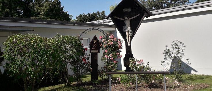 Innenhof der Pfarrei Zwölf Apostel im Pfarrverband Laim (Bild: Sabine Keller)